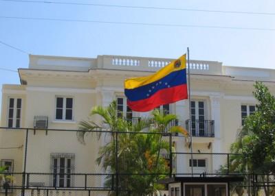 Venezolanos se quejan de su consulado