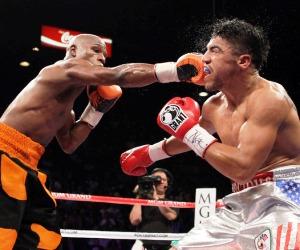 Floyd Mayweather noquea a Victor Ortiz