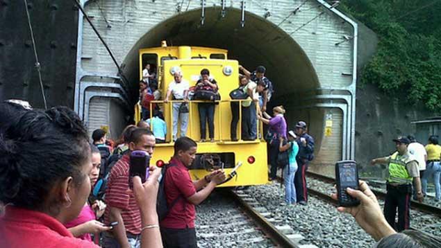 Choque de trenes deja un muerto y varios heridos en Venezuela