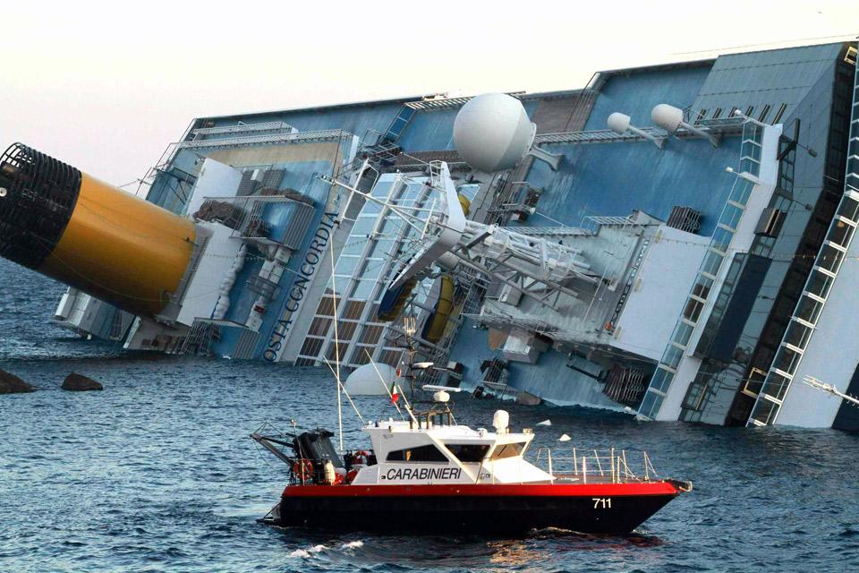 Crucero naufragó en Italia