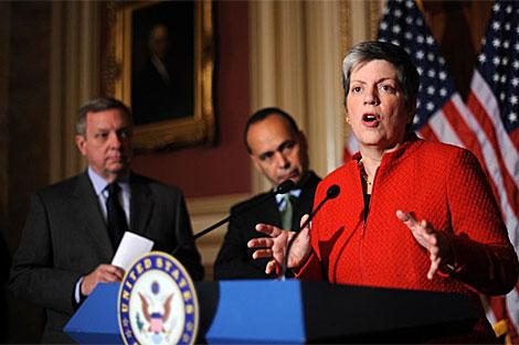 Senadores en sus deliberaciones