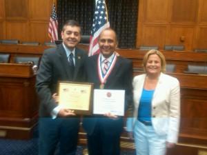 El consecuente Carlitos Herrandez y los congresistas David Rivera e Ileana Ros-Lethinen