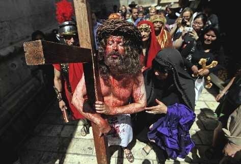 Conmemoran crucifixión de Cristo en Jerusalén