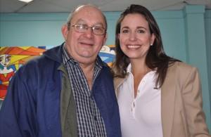 Con el dirigente del exilio, Pedro Mena Vallenilla
