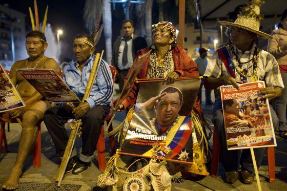 Ritual indigena a favor de la salud de Chávez