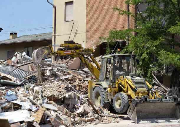 12 fallecidos deja terremoto de magnitud 5,8 en el norte de Italia