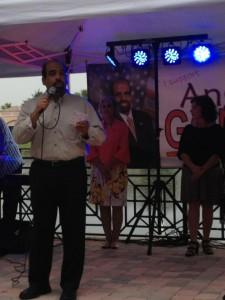 ANGEL GOMEZ expone ante la comunidad de Weston sus planes