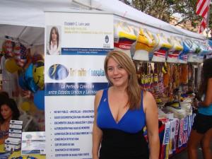Elizabeth Leon, experta en trámites consulares