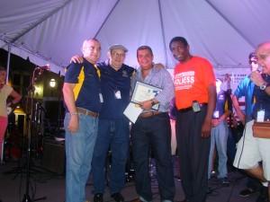 Alexis Ortíz y Pedro Mena de ACC, nuestro editor Jairo Cuba y el comisionado de Broward, A.C. Honess.