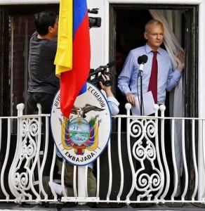 Assange en la embajada de Ecuador