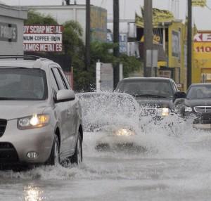 Paso de Isaac deja anegadas las calles del Sur de la Florida