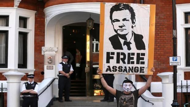 Protestas frente a Embajada de Ecuador