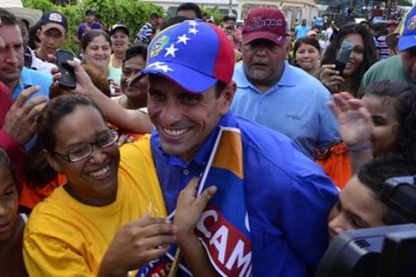 Capriles y su gorra tricolor