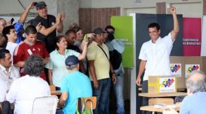 Capriles votando