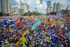 Capriles llenó la Av. Bolívar