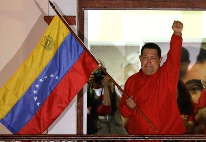Chavez en el balcon del pueblo