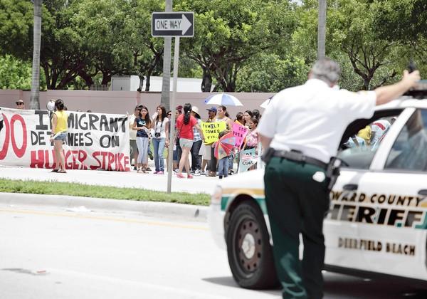 Protestas frente a carcel de Pompano Beach
