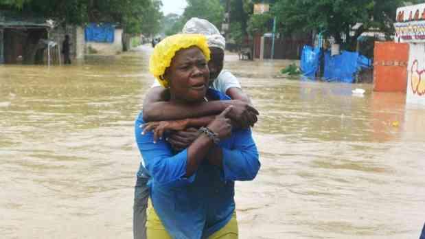 Sandy deja decenas de muertos en su paso devastador por el Caribe