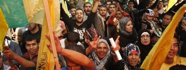 Palestinos celebrando