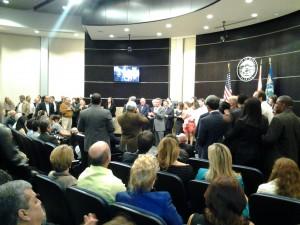 Numeroso público acudió a la sala de sesiones