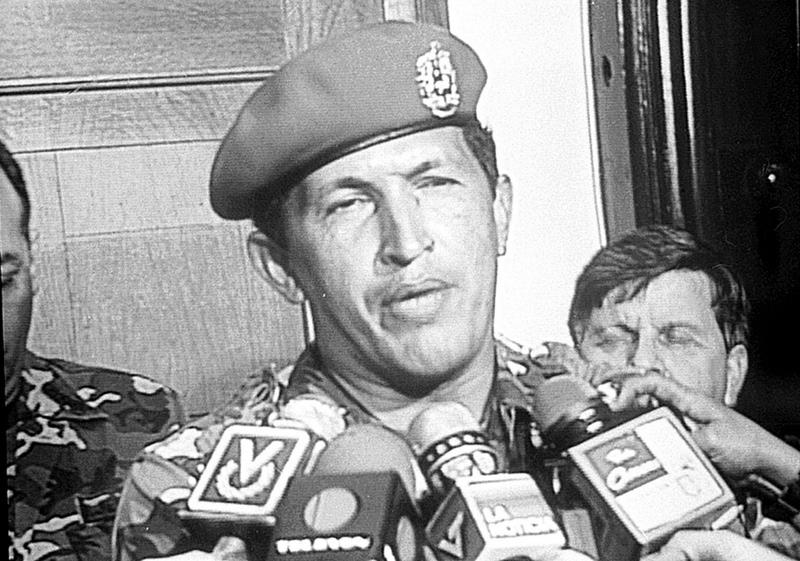 Chávez declarando a los medios el 4F