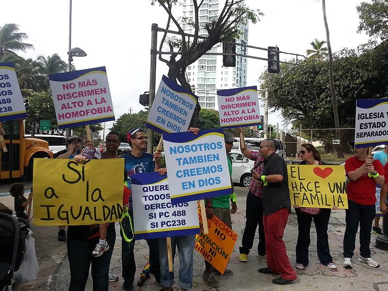 La familia boricua protesta en defensa de enmiedas que protegen a LGBTT