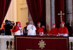 El Papa saluda a los fieles