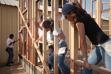 Baja el desempleo entre los hispanos en lo que va de año
