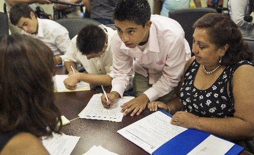 Jornada legal gratuita para indocumentados ofrecerán a jóvenes hispanos