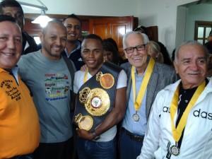El alcalde, Eloy Rojas, ex campeon mundial, Liborio Solis, Gilberto Mendoza y Eleazar Castillo