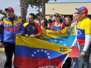 Venezolanos protestan en el consulado