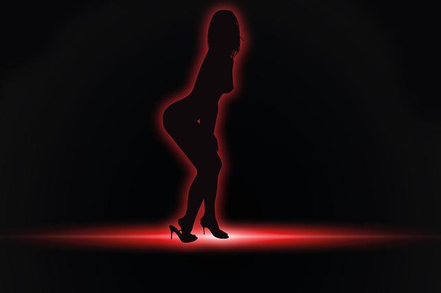 La prostitución halla terreno fértil en áreas de la Calle 8