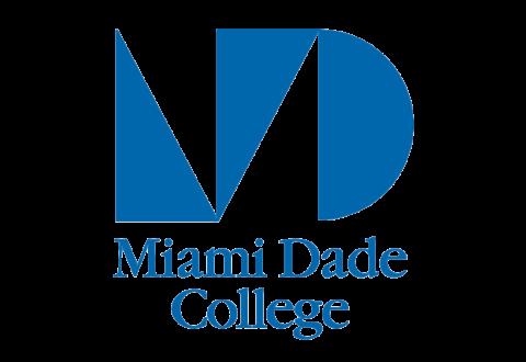 Estudiante homeless se gradúa en Miami Dade College