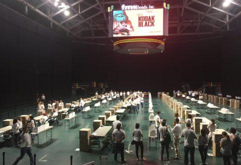 Venezolanos votan masivamente en consulta popular