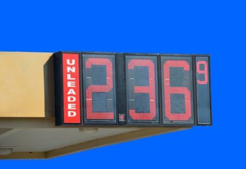 Sigue bajando el precio de la gasolina en Florida, pero no por mucho tiempo